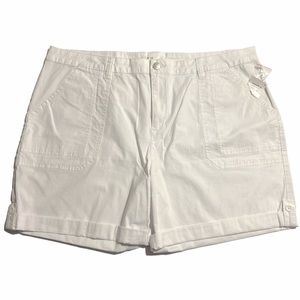 Cleo White Short with Extender Length Size18 NWT